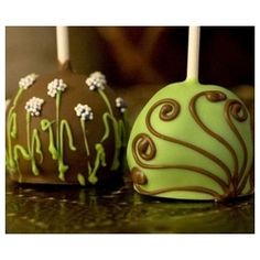 These gorgeous and decadent brownie pops, decorated with a beautiful green garden design or swirls of brown chocolate on a green base, will make an elegant statement at each place setting or on a candy or dessert buffet.