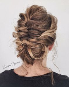 Beautiful wedding updo hairstyle ,messy updo wedding hairstyles ,chignon , messy updo hairstyles ,bridal updo #wedding #weddinghair #weddinghairstyles #hairstyleideas #updo #promhairstyle