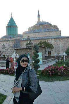 Hijab meets fashion #marcjacobsglasses #longchampbag #hijabfashion #hijabmeetsfashion #hijabstreetstyle