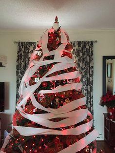 Creative and fun elf on the shelf ideas. Your kids will love these easy elf on the shelf ideas. TheMomCreative.com #christmas #elfontheshelf #elf