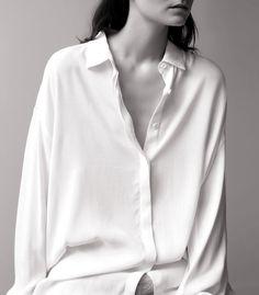 La chemise blanche XXL : une pièce indispensable ! - http://bit.ly/15RojUG Tags : Chemise - Tendances de Mode