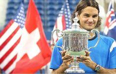 Roger Federer in 2004, cu trofeul de la US Open