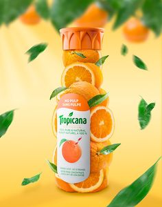 Print ad to promote Tropicana orange juice. Emphasizing the usage of real oranges on its ingredients. Food Graphic Design, Graphic Design Posters, Ad Design, Social Media Poster, Social Media Design, Creative Advertising, Advertising Design, Fruit Tray Designs, Juice Ad