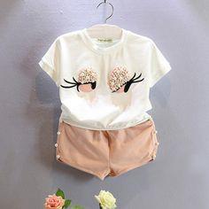 送料無料2016夏女の赤ちゃん服新しいファッション赤ちゃん服眉毛漫画素敵なスーツ半袖+ショートパンツ