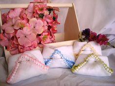 Fralda de boca com bico de crochet! Toda feita à mão! Jogo de 2 peças+1 sabonete R$ 19,90. facebook/ mariapaulaartesanatos whats app: +55 18 981187282