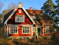 Swedish house Scandi Home, Scandinavian Home, Little Cottages, Little Houses, Red Cottage, Cottage Style, Style At Home, Modern Log Cabins, Red Houses
