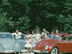 Many German families discovered their love for Italy in the 1950s as they started to travel to Italy in greater numbers. The Volkswagen Beetle gave them the freedom to travel to the Lake Garda where this lovely picture was taken back in 1959.