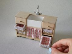 Miniature Furniture, Doll Furniture, Dollhouse Furniture, Furniture Ideas, Modern Dollhouse, Diy Dollhouse, Dollhouse Miniatures, Miniature Kitchen, Miniature Dolls