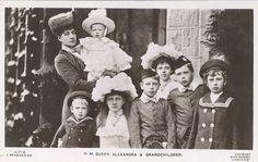 Königin Alexandra von England und ihre Enkelkinder, Queen of Britain with her grand-children   Flickr - Photo Sharing!