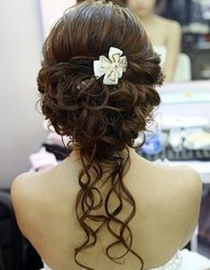 Hot on Pinterest: Updo Wedding Hairstyles We Love - MODwedding