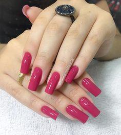 Rosa Divo Esmalte Rosa Fúcsia @anitaesmaltes . . #paulacamilonails #fibradevidro #nailart #lovenails #nails #beauty #unhas #gliter…