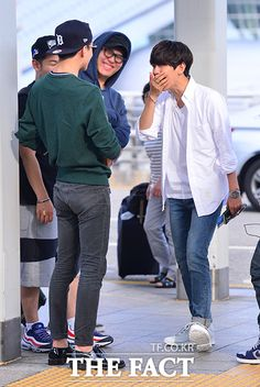 Sehun and Baekhyun (and Sehun's butt) it's so hilarious how easy it is to tell that that is Sehun because of his Sebooty