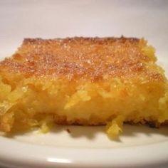 Receita de Bolo Cremoso de Milho de Lata - 5 colheres (sopa) de farinha trigo, 3 unidades de ovo, 3 colheres (sopa) de parmesão ralado, 3 colheres (sopa) de...