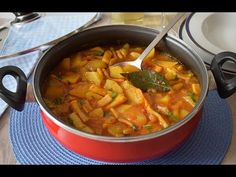 Receta de PATATAS con CALAMARES, ¡este caldo está increíble!😋😋 - YouTube Patatas Guisadas, Thai Red Curry, Cooking, Ethnic Recipes, Food, Youtube, Ideas, Carne Asada Fries, Seafood Paella