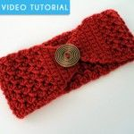 Crochet Headband Buttoned Up Headband. Free Pattern and video tutorial from B. - Keep your ears toasty warm this fall and winter with this free crochet headband pattern and video tutorial from B. Easy Crochet Headbands, Crochet Headband Pattern, Knitted Headband, Crochet Beanie, Crochet Scarves, Baby Headbands, Red Headband, Crocheted Hats, Crochet Crafts