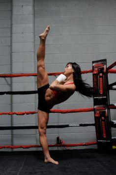 bjjpanda:  Michelle Waterson fights for all female MMA promotion Invicta FC