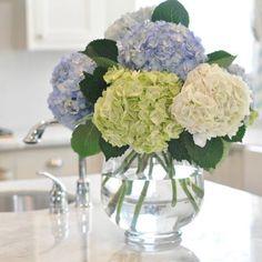 Honey Were Home: Kitchen Updates & Hydrangea Love Beautiful Flower Arrangements, Fresh Flowers, Spring Flowers, Beautiful Flowers, Flower Arrangements Hydrangeas, Hydrangea Vase, Flower Vases, White Hydrangeas, Arrangements D'hortensia