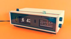 Vintage Panasonic RC-7021 Flip Alarm Clock FM/AM /// Retro / 70's /