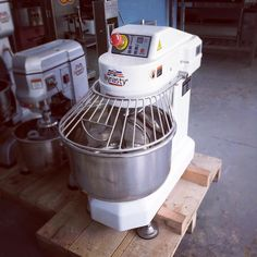 Dynasty (Taiwan) HL-17006K 9 kilos spiral mixer now available. For your baking equipment needs, drop us a message or contact 032 495 7828 or text 0943 5333 291. You can also visit www.mrmetalcorp.com for more details. #cebu #food #foodporn #bakery #pastry #bread #dough #cake #pizza #cookies #foodservice #hotel #restaurant #catering #culinary #mixer #spiralmixer
