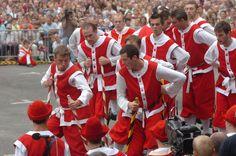 Festival of Wallonia (Namur, Belgium) : fight for the golden stilt. The stilt walkers of Namur fight on stilts since 1411. Authentic belgian folklore.