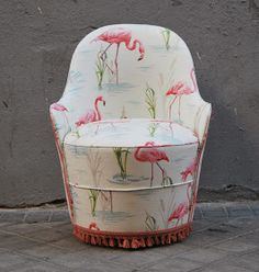 La Tapicera: Descalzadora tapizada con tela de flamencos
