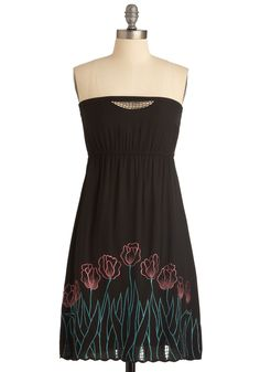I have been wanting to try embroidery on something.  This is great inspiration.  I love the scalloped hem with the tulips.