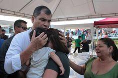 President Rafael Correa in the middle of the chaos #PresidentOfEcuador #PresidentRafaelCorrea #RafaelCorrea #Correa #EarthquakeInEcuador #EcuadorEarthquake #Ecuador #SismoEcuador #EcuadorListoYSolidario #Sismo #TerremotoEcuador #PrayForEcuador