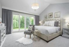 Grey/beige bedroom