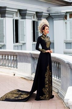 Black and Gold Vietnamese Dress Vietnamese Traditional Dress, Vietnamese Dress, Traditional Dresses, Vietnamese Wedding Dress, Vietnamese Clothing, Pretty Dresses, Beautiful Dresses, Mode Chanel, Fantasy Gowns
