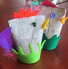 Sanakirjasta ja WC -paperista valmistettu pääsiäiskoriste. Kuva ja idea: http://neulanhaltija.blogspot.fi/search/label/p%C3%A4%C3%A4si%C3%A4skoristeita