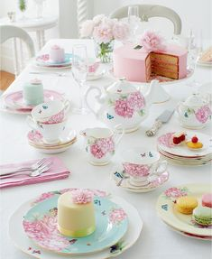 Miranda Kerr for Royal Albert tea set, floral tea set. Afternoon Tea Parties, Tea Party Birthday, Balloon Birthday, My Tea, Royal Albert, High Tea, Tea Cups, Miranda Kerr, Party Ideas