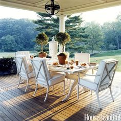 A perfect setting for dining in the great outdoors @housebeautiful #diningalfresco#patio
