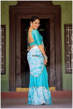 Slim beauty Anasuya South Indian Actress Hot, Indian Actress Hot Pics, Indian Actresses, Actress Photos, Beautiful Bollywood Actress, Beautiful Indian Actress, Blue Fashion, Indian Fashion, Long Skirt And Top
