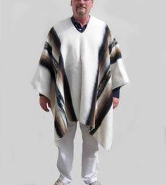 Original peruanischer #Poncho aus den Anden #Perus.  Der Poncho ist aus 100% #Alpakawolle gefertigt.  Das traditionelle Bekleidungsstück Südamerikas.  Einheitsgröße bis zu 195cm Körpergröße Inka, Mantel, Kimono Top, The Originals, Peru, Tops, Women, Fashion, Ponchos