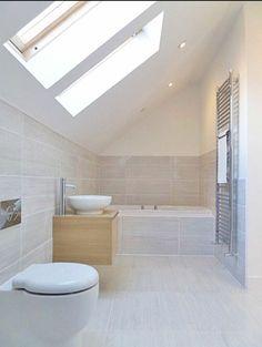 Une salle de bain en longueur ! #baignoire #déco #décoration http://www.m-habitat.fr/par-pieces/sanitaires/idees-deco-et-amenagements-pour-une-salle-de-bains-2682_A