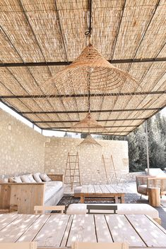 Magnificent new farmhouse in the Alpilles for a young family Bosc Architects Backyard Fences, Pergola Patio, Outdoor Spaces, Outdoor Living, Outdoor Decor, Trailers Camping, Travel Trailers, Cabana, Home Deco