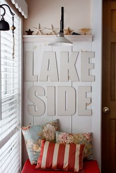 If you are looking for Lake House Living Room Decoration Ideas, You come to the right place. Below are the Lake House Living Room Decoration Idea. Home Living Room, Living Room Designs, Living Room Decor, Cute Dorm Rooms, Cool Rooms, Lakeside Living, Coastal Living, Lake Decor, Farmhouse Side Table