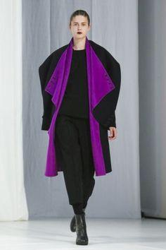 Chalayan Ready To Wear Fall Winter 2018 London Live Fashion, Fashion Show, Runway Fashion, New Look, Beautiful Dresses, Ready To Wear, Fashion Photography, Kimono Top, Fall Winter