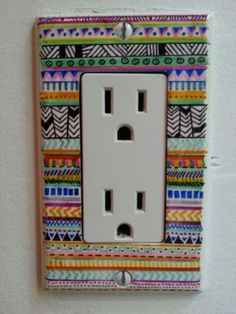 If you are a girl with a passion for design and colors, all these ideas are great for you. If you love coffee and you love decorating cups, or if you can not stand throwing clothes because you do not know how to renew your clothes Sharpies, Sharpie Markers, Arte Sharpie, Sharpie Crafts, Cup Decorating, Painted Boards, Permanent Marker, Do It Yourself Projects, Light Switch Covers