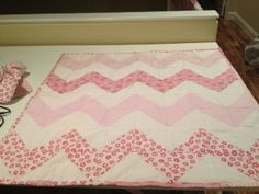 Chevron quilt made with half square triangles. Easy peasy