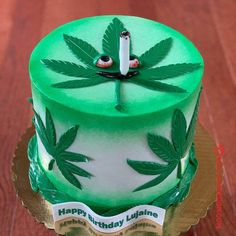50 Most Beautiful looking Weed Cake Design that you can make or get it made on the coming birthday. Weed Birthday Cake, Birthday Cake For Him, 23rd Birthday, Cake Design For Men, Cool Cake Designs, Buttercream Cake Decorating, Piping Techniques, Marijuana Art, Bf Gifts