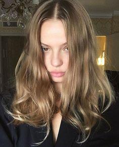 Angels of Victoria's Secret — Magdalena Frackowiak Hair Inspo, Hair Inspiration, Dark Blonde Hair, Love Hair, Messy Hairstyles, Hair Dos, New Hair, Hair Makeup, Hair Color
