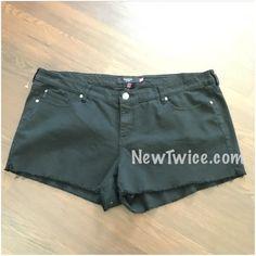 New torrid black Jean shorts sz 26 plus size NWOT black Jean shorts. Plus size fit torrid Shorts Jean Shorts