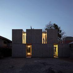 Présenté à plusieurs reprises (pour retrouver les articles, cliquez ici), l'architecte chilien Ricardo Torrejon conçoit des maisons dans un style qui lui e