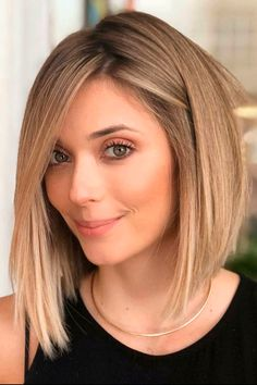 Gold Blonde Inverted Bob For Thick Hair All the inverted bob hairstyles: stacked choppy short curly with side bangs with layers are gathered here! Inverted Bob Hairstyles, Bob Hairstyles For Fine Hair, Hairstyles Videos, Celebrity Hairstyles, Hairstyle Short, Anime Hairstyles, Wedding Hairstyles, 2015 Hairstyles, School Hairstyles