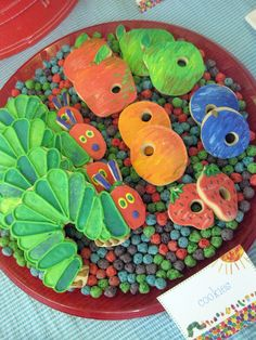 Do you want a colorful birthday party for your little one? Find awesome inspiration in these Very Hungry Caterpillar party ideas. Galletas Cookies, Cute Cookies, Sugar Cookies, Fruit Cookies, Hungry Caterpillar Party, 1st Birthday Parties, Birthday Ideas, 2nd Birthday, Partys