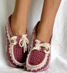 Fuente: http://www.craftsy.com/pattern/crocheting/accessory/adult-and-kids-button-loafers-pattern-16/3475