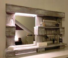 Foto: DIY Spiegel für das Badezimmer aus einer Palette gebaut. Veröffentlicht von Handwerklein auf Spaaz.de