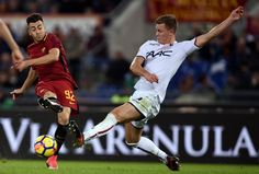 Roma's forward Stephan El Shaarawy (L) vies with Bologna's Swedish defender Emil Krafth during the Italian Serie A football match Roma vs Bologna on October 28, 2017 at the Olympic Stadium in Rome. / AFP PHOTO / FILIPPO MONTEFORTE - 35 of 93