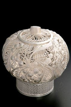 So many hours of amazing incredible silverwork in this piece. All Japanese, Wire Crafts, Paper Crafts, Asian Love, Vases, Ancient China, Japan Art, Silver Filigree, Akita